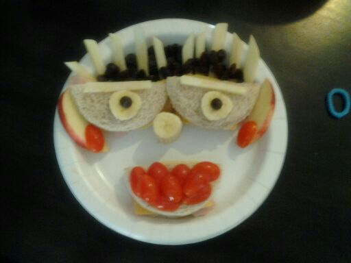 Funny Face Sandwiches (3/4)